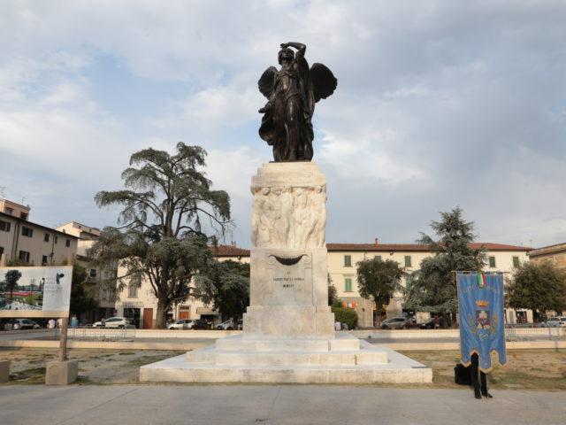 E' tornato a splendere il bronzo del Monumento ai Caduti di Piazza della Vittoria